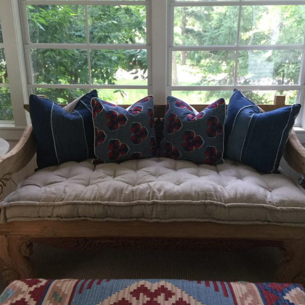 Daybed cushion in 100% linen, with piped edges