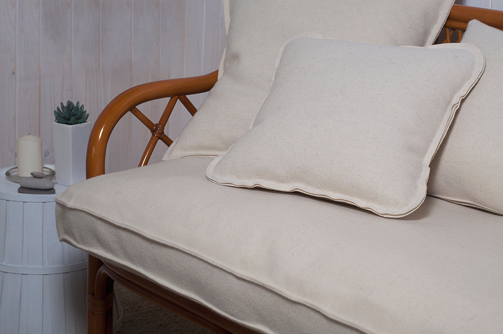 Non-tufted cushion in Wool fabric