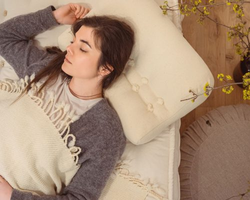 Home-of-Wool-Sleeping-on-Wool-The-Wool-Pillow-Benefits